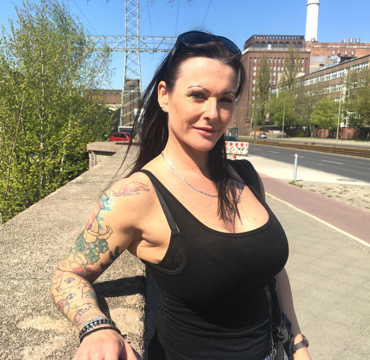 German Scout MILF Julia Porno